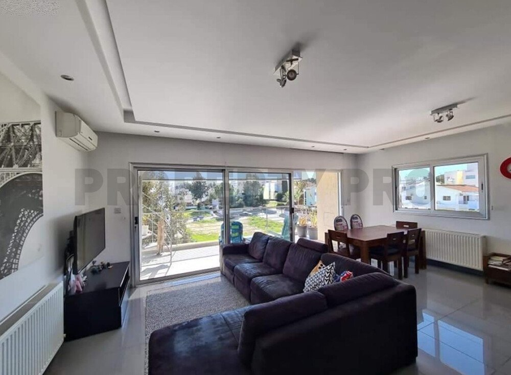 For Sale, Three-Bedroom Modern Penthouse in Makedonitissa