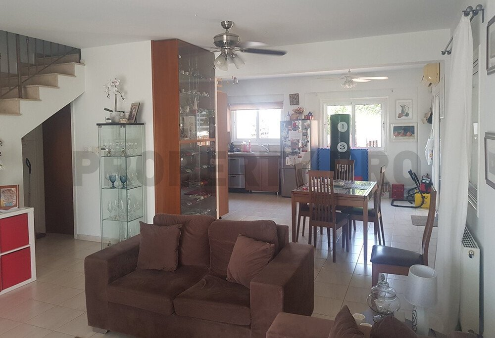 For Sale, Three-Bedroom Semi-Detached House in Geri