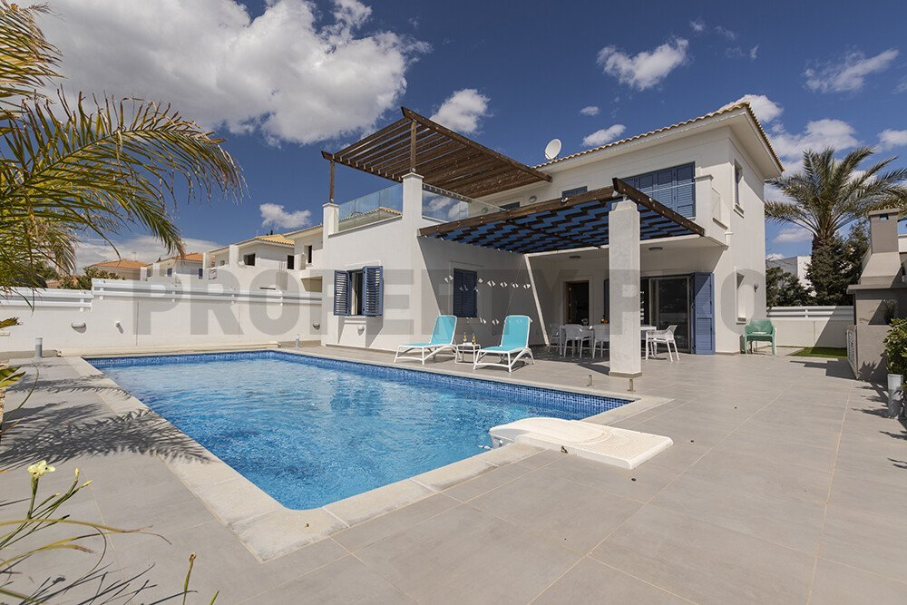 For Sale, Three-Bedroom Detached House in Pervolia
